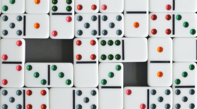 Usages structuralistes des dominos